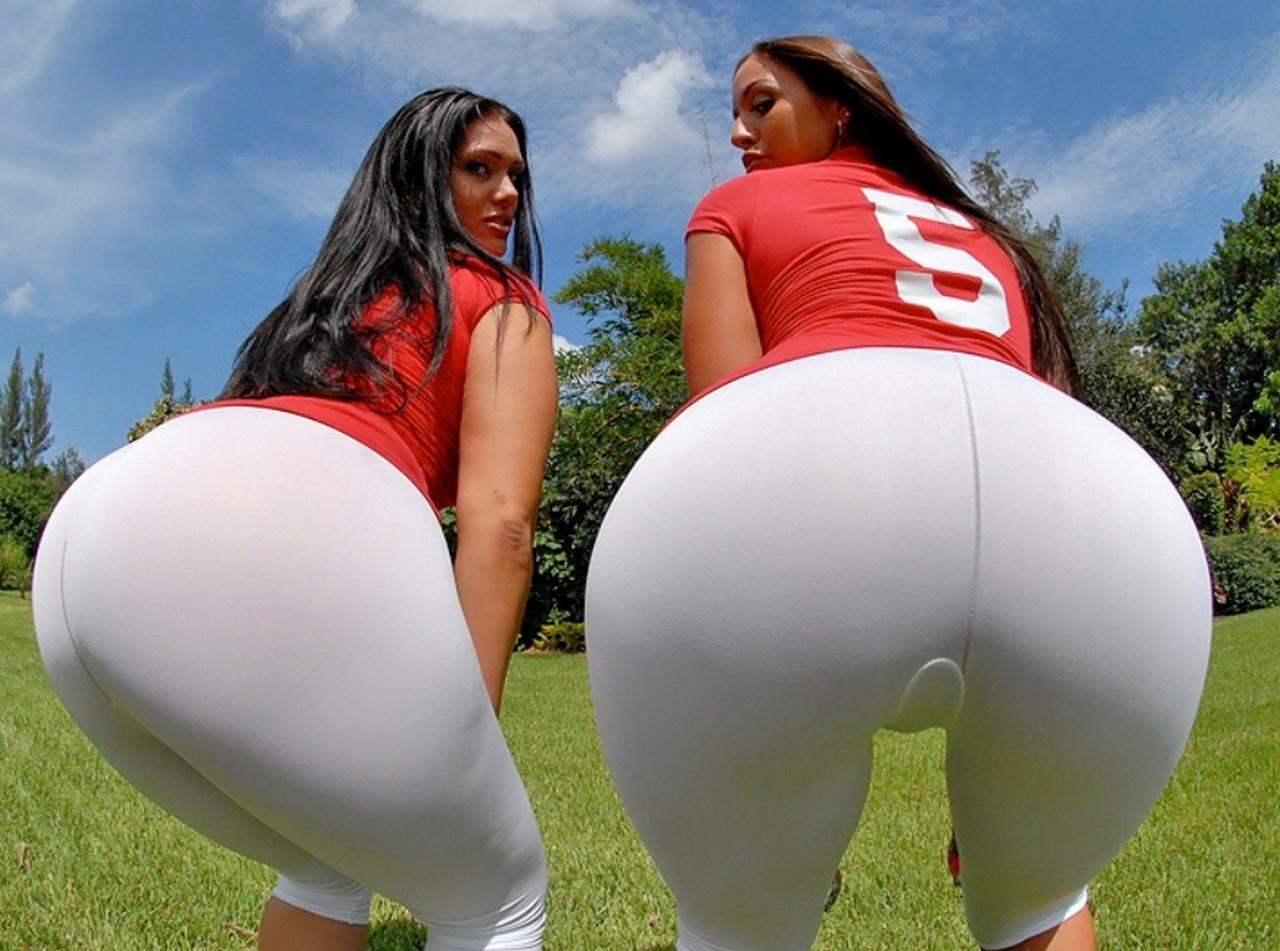 огромная жопа у девушек